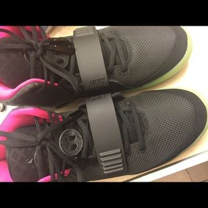 Used Nike air Yeezy size 10